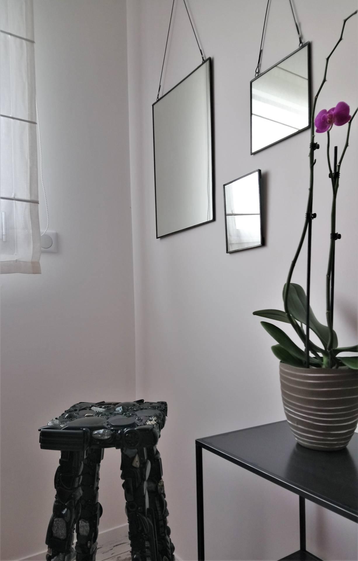 Maison Contemporaine par Anne Solenn Chérat, Décoratrice UFDI sur Lorient, Vannes, Pontivy: main dans la main, avec les propriétaires, nous avons pensé la décoration de cette maison à Ploemeur.