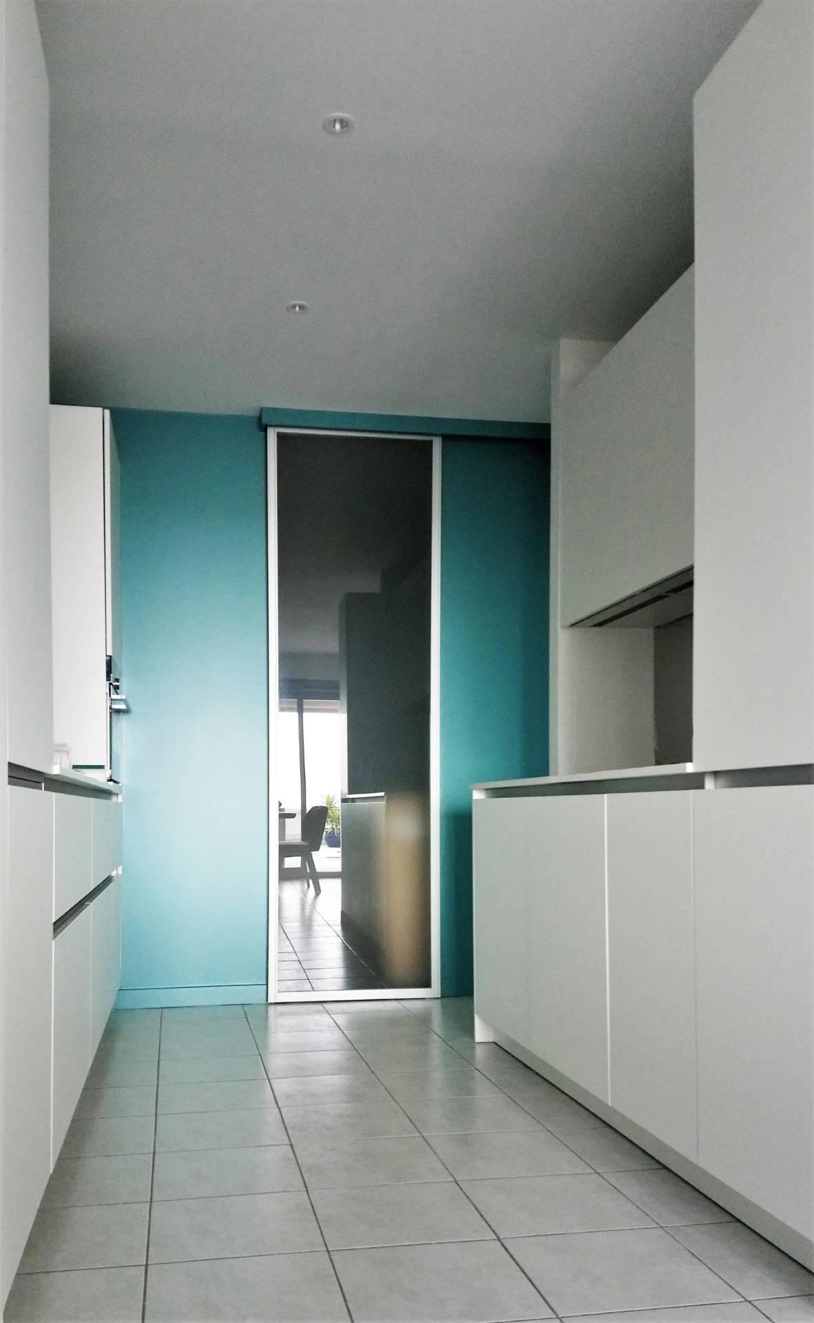 Décoration cuisine par Anne Solenn Chérat, Décoratrice UFDI sur Lorient, Vannes, Pontivy : appartement bord de mer.