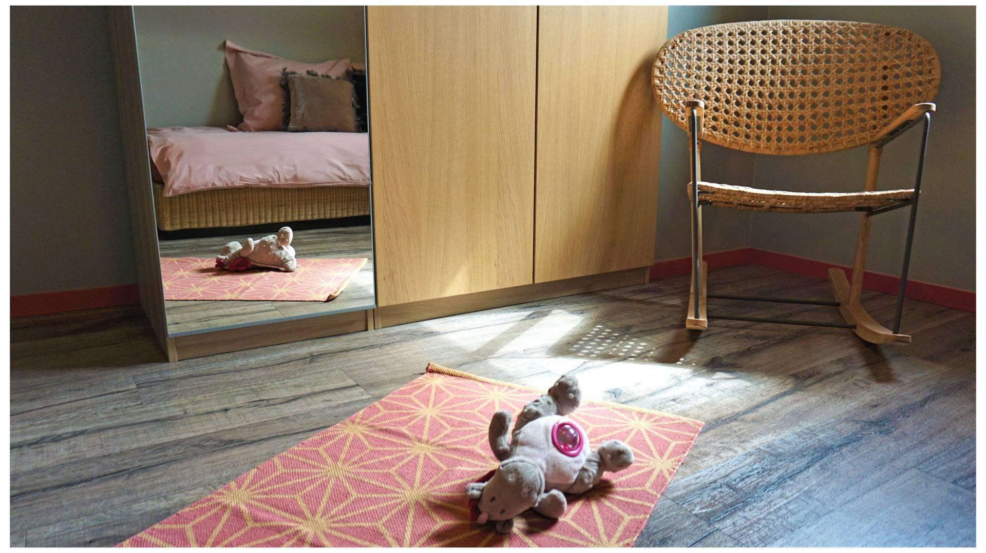 Chambre So Blush par Anne Solenn Chérat, Décoratrice UFDI sur Lorient, Vannes, Pontivy : une chambre en rose et gris à Lorient