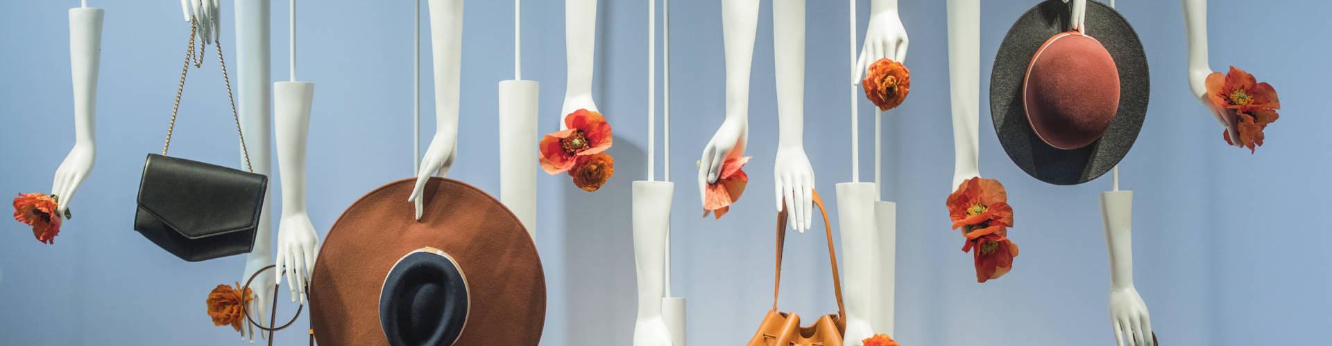 merchandising - décoration vitrine à LORIENT, QUIMPER, PONTIVY, VANNES ET EN BRETAGNE SUD
